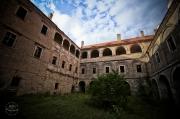 opuštěný renesanční zámek